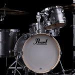 ドラムスタンドを改造(かいぞう)した消毒液(しょうどくえき)スタンド、ドラムメーカーのPearlから発売(はつばい)